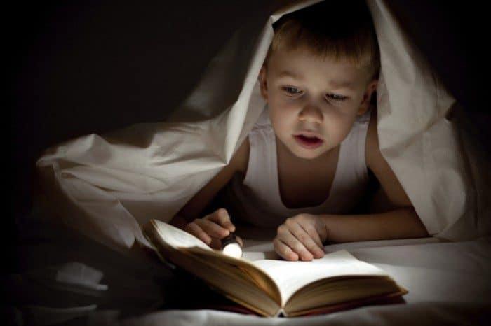 Jugar con los libros para estimular la lectura