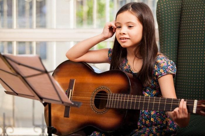 Cómo ayuda la música a los niños a aprender idiomas