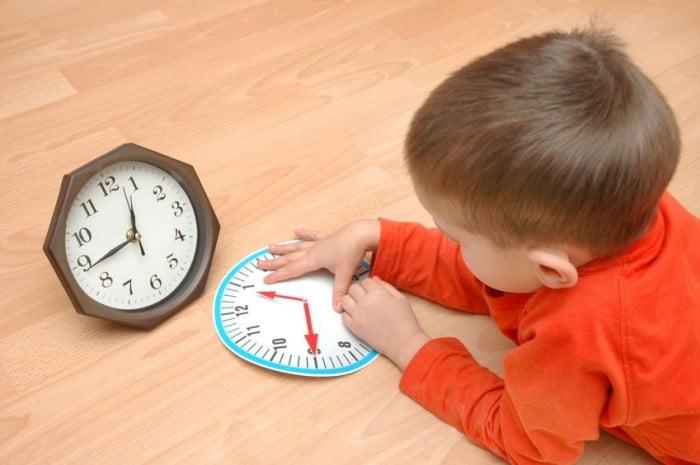 Enseñar al niño a leer las horas