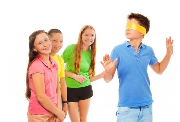 Juegos tradicionales al aire libre para niños - La gallinita ciega