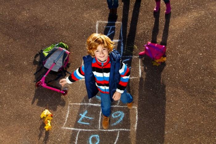 Juegos tradicionales al aire libre - La rayuela