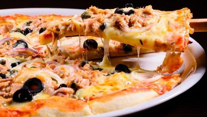 Receta para hacer con niños Mini pizzas de atún
