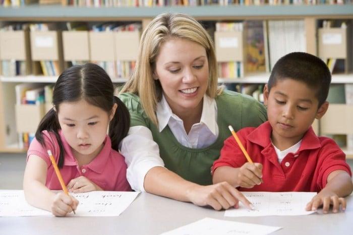 Profesores ayudar alumnos con TDAH