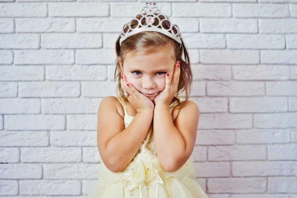 Vestir a los niños que llevan los anillos en la boda