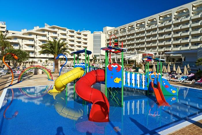 Los 15 mejores hoteles para ni os en espa a etapa infantil - Hoteles con piscina climatizada en madrid ...
