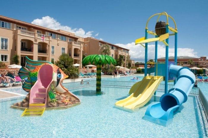 Hotel para niños Holiday Village, en Menorca