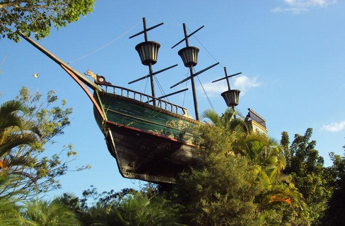 Galeones piratas en parque de atracciones Mundo Beto Carrero, en Penha, Brasil