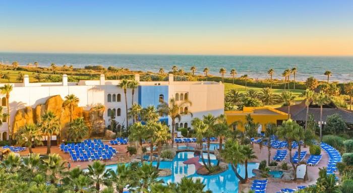 Hoteles para ni os en c diz para pasar las vacaciones - Hotel piscina toboganes para ninos ...