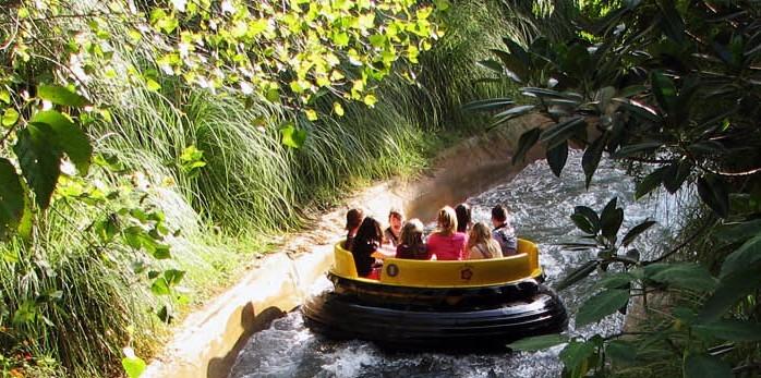 Los Rápidos del Orinoco (zona El Dorado) en parque de atracciones Isla Mágica, en Sevilla