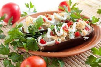 Receta vegetariana para niños Berenjenas rellenas de arroz y verduras