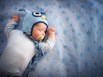 Cómo hacer que un niño duerma solo en su cama