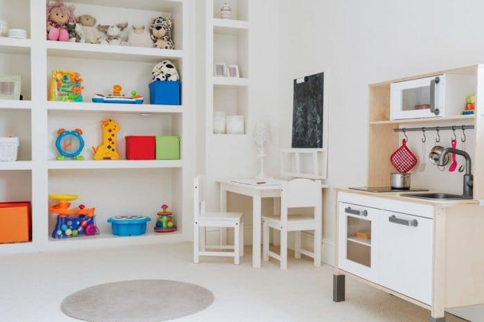 Decorar con los juguetes la habitación infantil