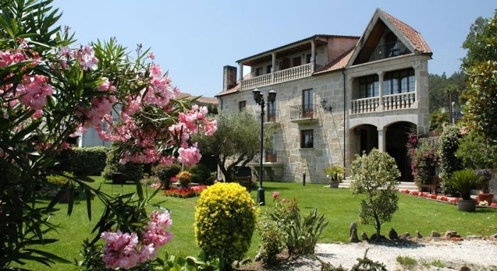 Hotel rural Casa Antiga do Monte, en Lestrove, A Coruña