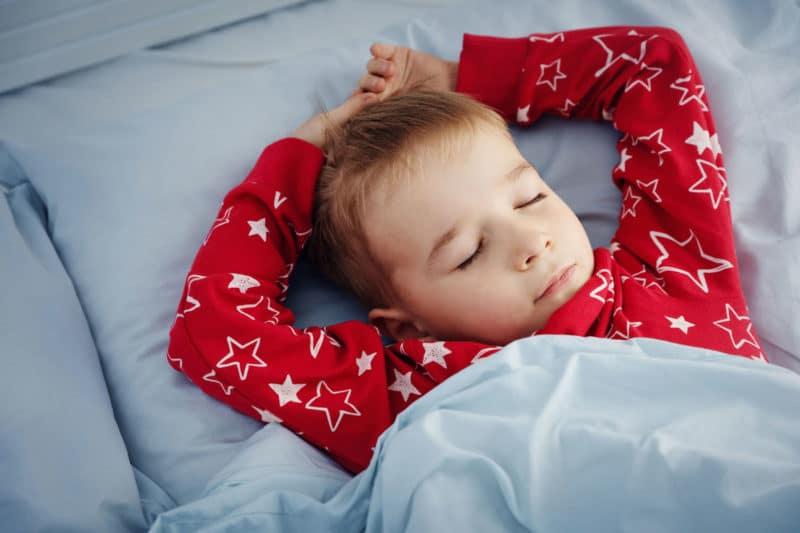 Cómo hacer que un bebé duerma solo
