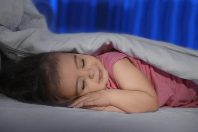 Trucos para que los niños duerman solos