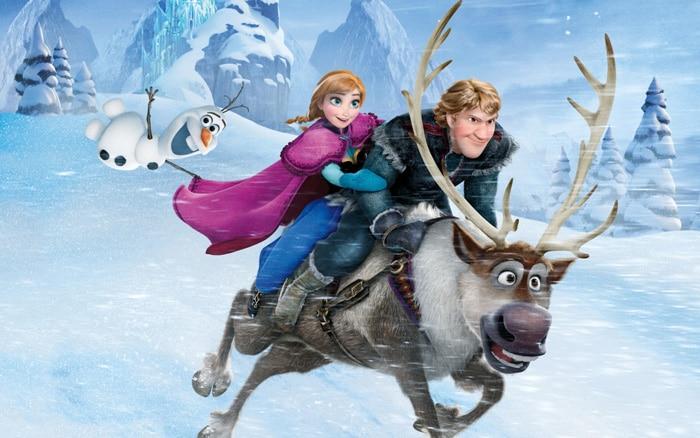 Anna, Kristoff y su reno Sven, personajes de Frozen