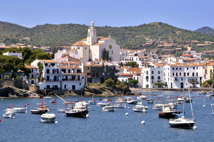 Puerto y pueblo de Cadaqués, Costa Brava, Catalunya