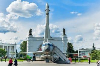Cohete soviético en el Museo de la Cosmonáutica en Moscú, Rusia