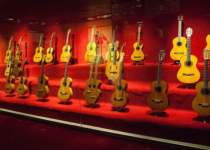 Colección de guitarras clásicas en Museo de la Música de Barcelona