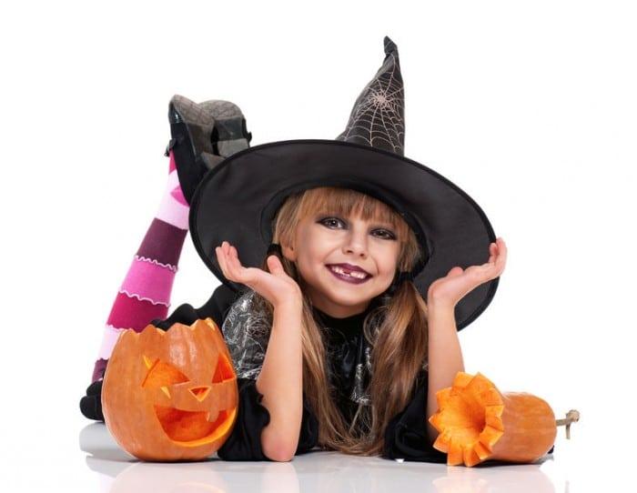 Disfraz de bruja para niños en Halloween
