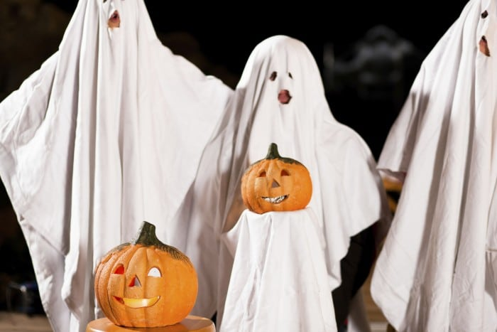 Disfraz de fantasma para niños en Halloween