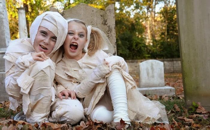 Disfraz de momia egipcia para niños en Halloween