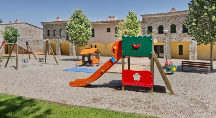 Hotel rural Vilar Rural de Sant Hilari (parque infantil), en Sant Hilari Sacalm, Girona, Cataluña