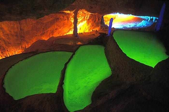 Lagos verdes de la cueva Can Marça en Ibiza