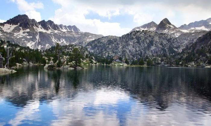 Parque Nacional de Aiguas Tortas y el Lago de San Mauricio, en Lleida