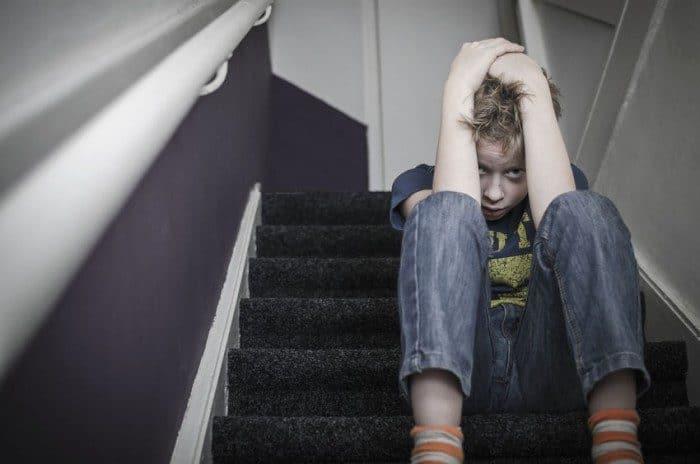 Azotes, cachetes y nalgadas a niños