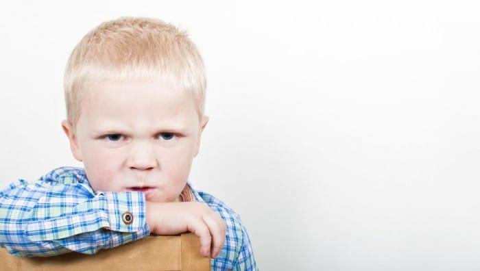 Cómo tratar el comportamiento disruptivo en los niños