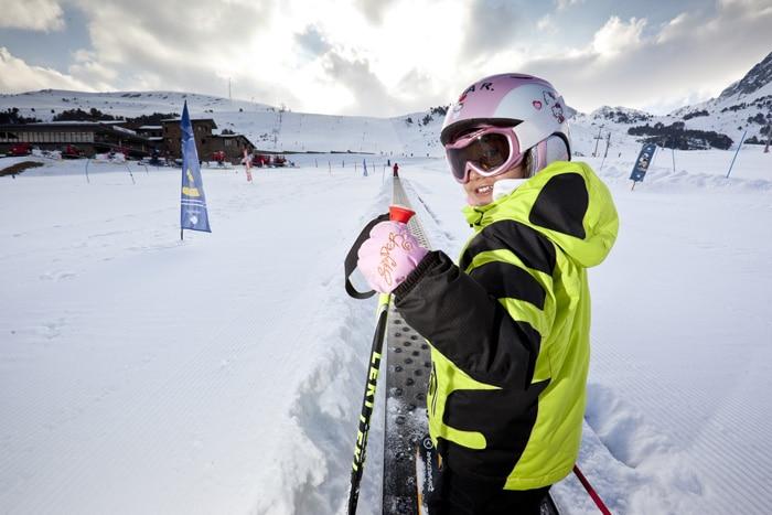 Escuela de esqui para niños en Grandvalira, en Andorra