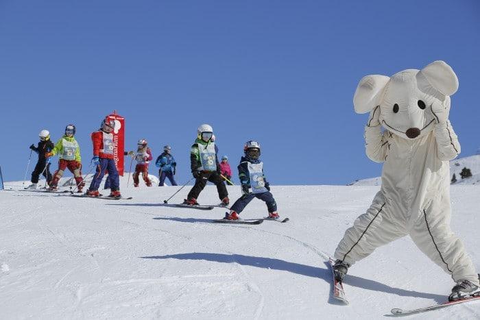 Niños esquiando en Grandvalira, en Andorra