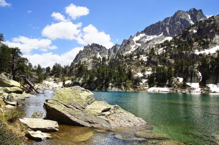 Parque Nacional de Aiguas Tortas y Lago de San Mauricio en Pirineo Catalán