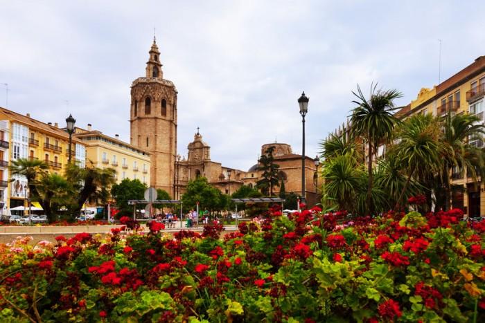 Plaza de la Reina y la Torre del Miguelete de la Catedral de Valencia