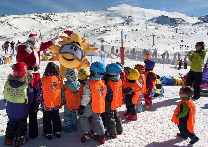 Esquiar en la Sierra Nevada. Planes para hacer con niños en Navidad