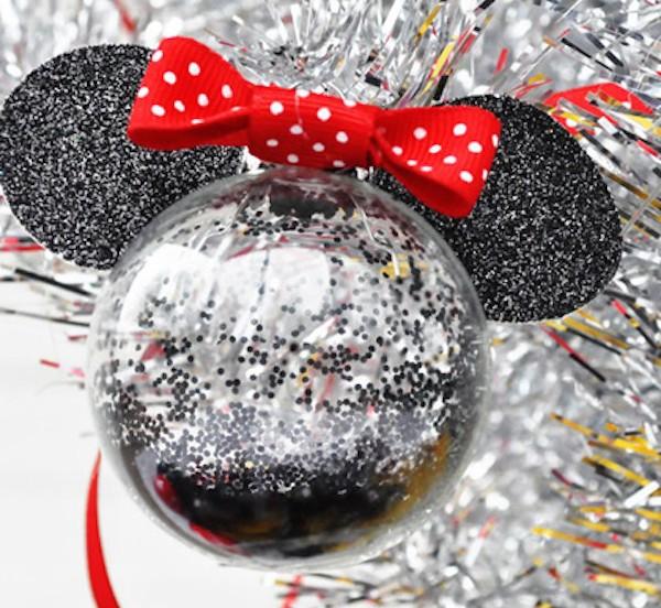 Manualidad infantilde Navidad Bolas navideñas de Minnie