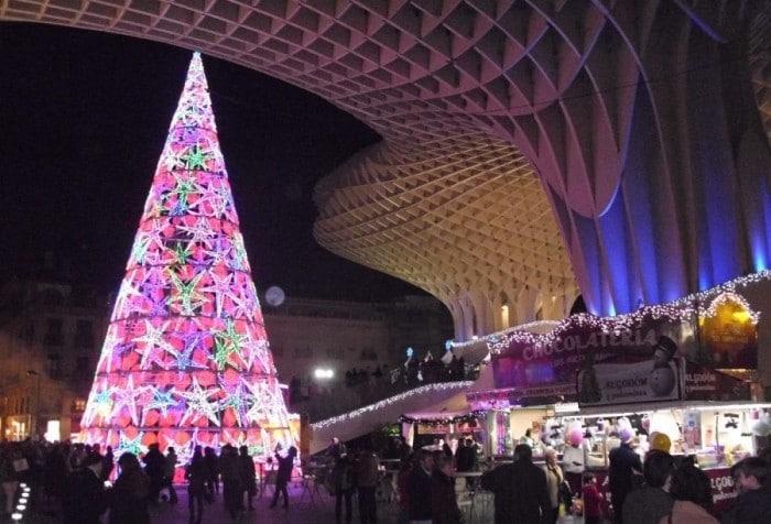 Mercadillo de Navidad en la Plaza Nueva, en Sevilla