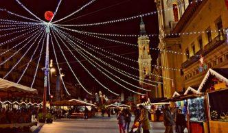 Mercadillo de Navidad en la Plaza del Pilar, en Zaragoza