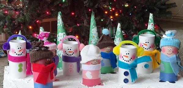 Muñecos de nieveManualidades navideñas con rollos de papel