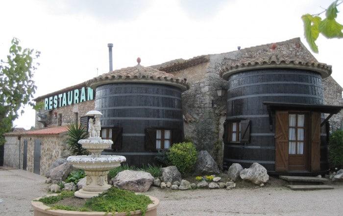 Restaurante Masia Fontscaldes, en Fontscaldes, Tarragona, Cataluña