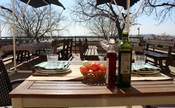 Terraza delrestaurante Vinya Nova, en El Bruc, Barcelona, Cataluña