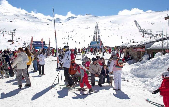 Vacaciones en la nieve con niños sin salir de España