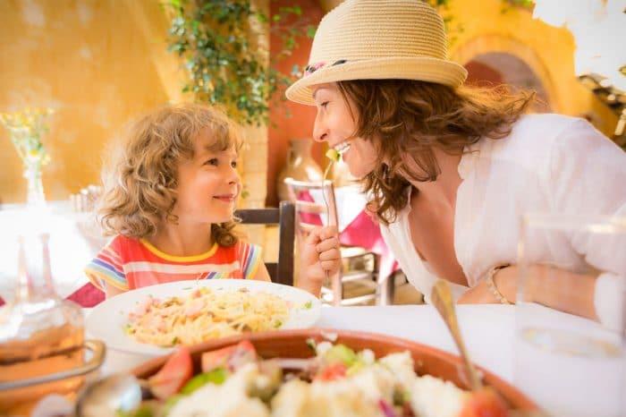 Ideas para que los niños se entretengan en restaurante