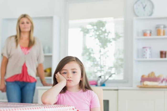 Los niños se portan peor con mamá