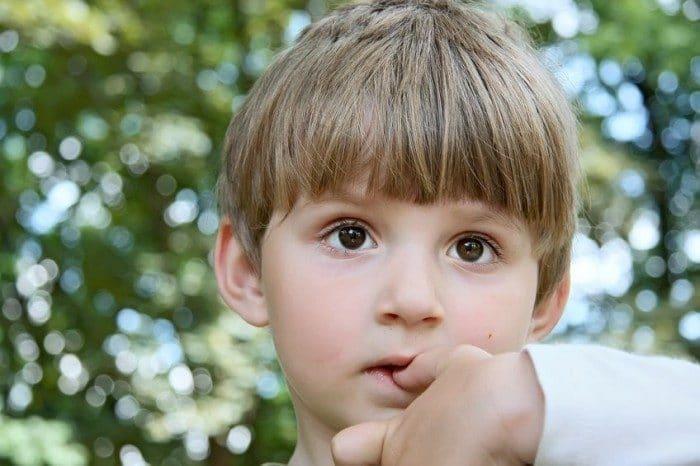Por qué un niño se muerde las uñas