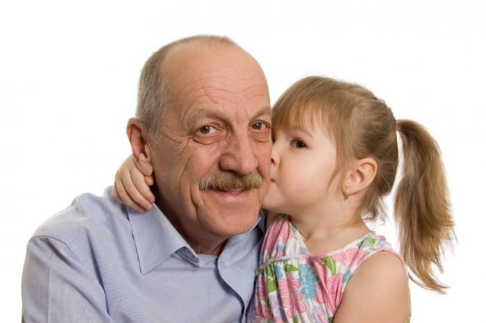Por qué no obligar a dar besos a los niños