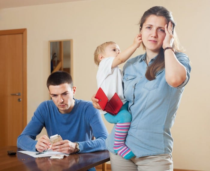 parejas discuten cuando son padres