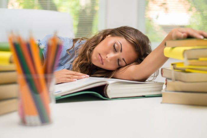 Potenciar el descanso en el adoelscente para que sea mejor estudiante