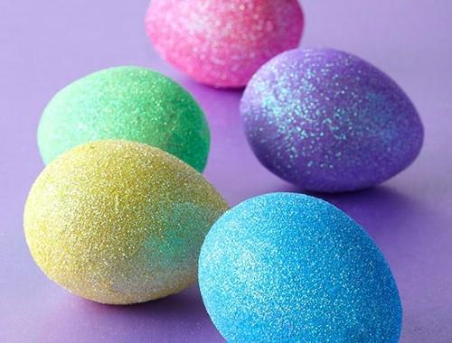 Huevos con glitterIdeas para decorar huevos de Pascua
